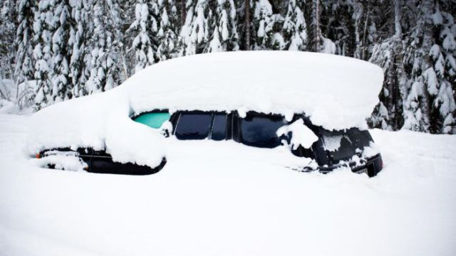 Car in snow.jpg